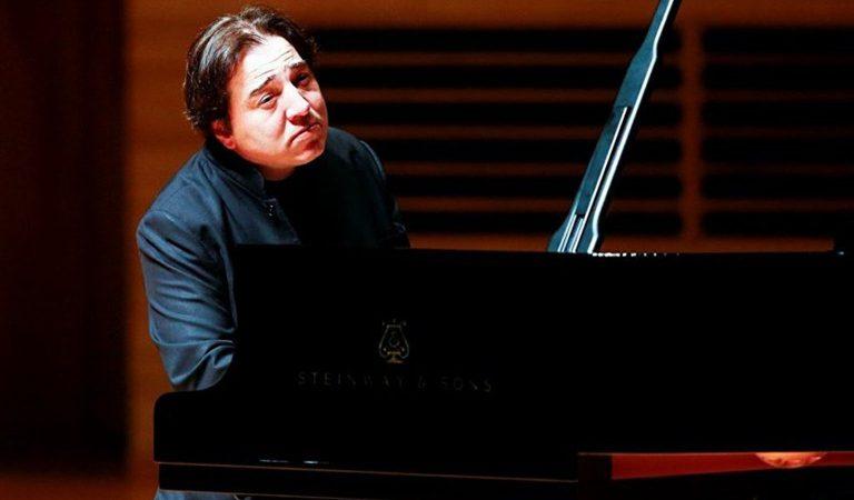 Fazıl Say Beethoven'ın 8. Piyano Sonatı'nı Yorumladı